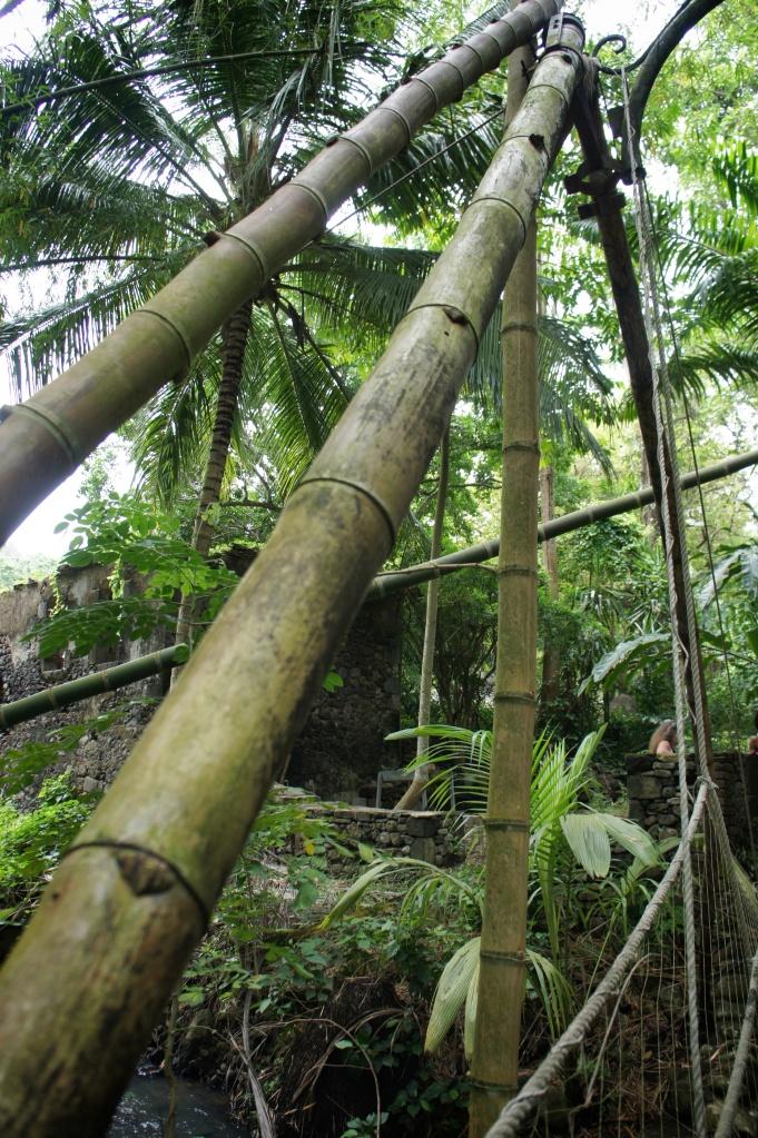 Pont en bambou géant