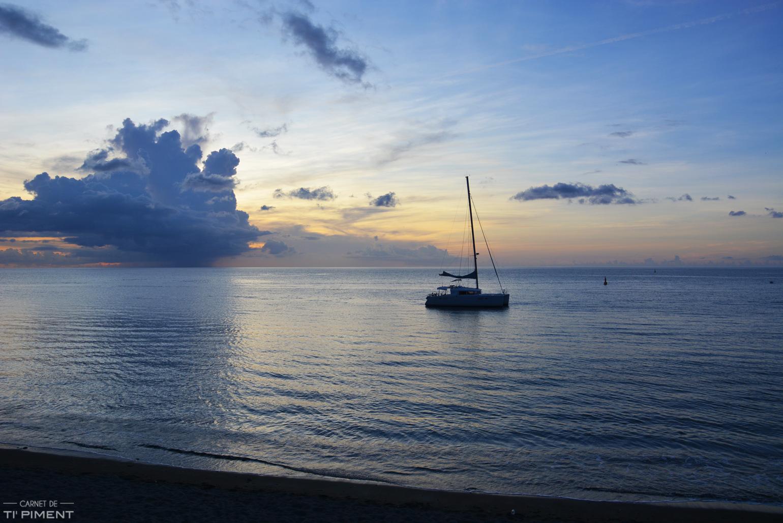 coucher-soleil-st-pierre-bateau-plage